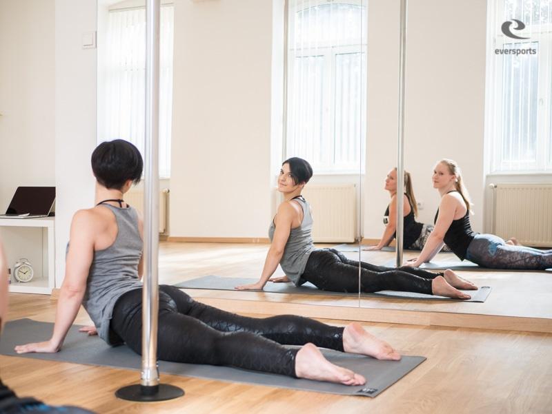 Rising High bietet sowohl Yoga als auch Poledance an - kreativ und einzigartig.