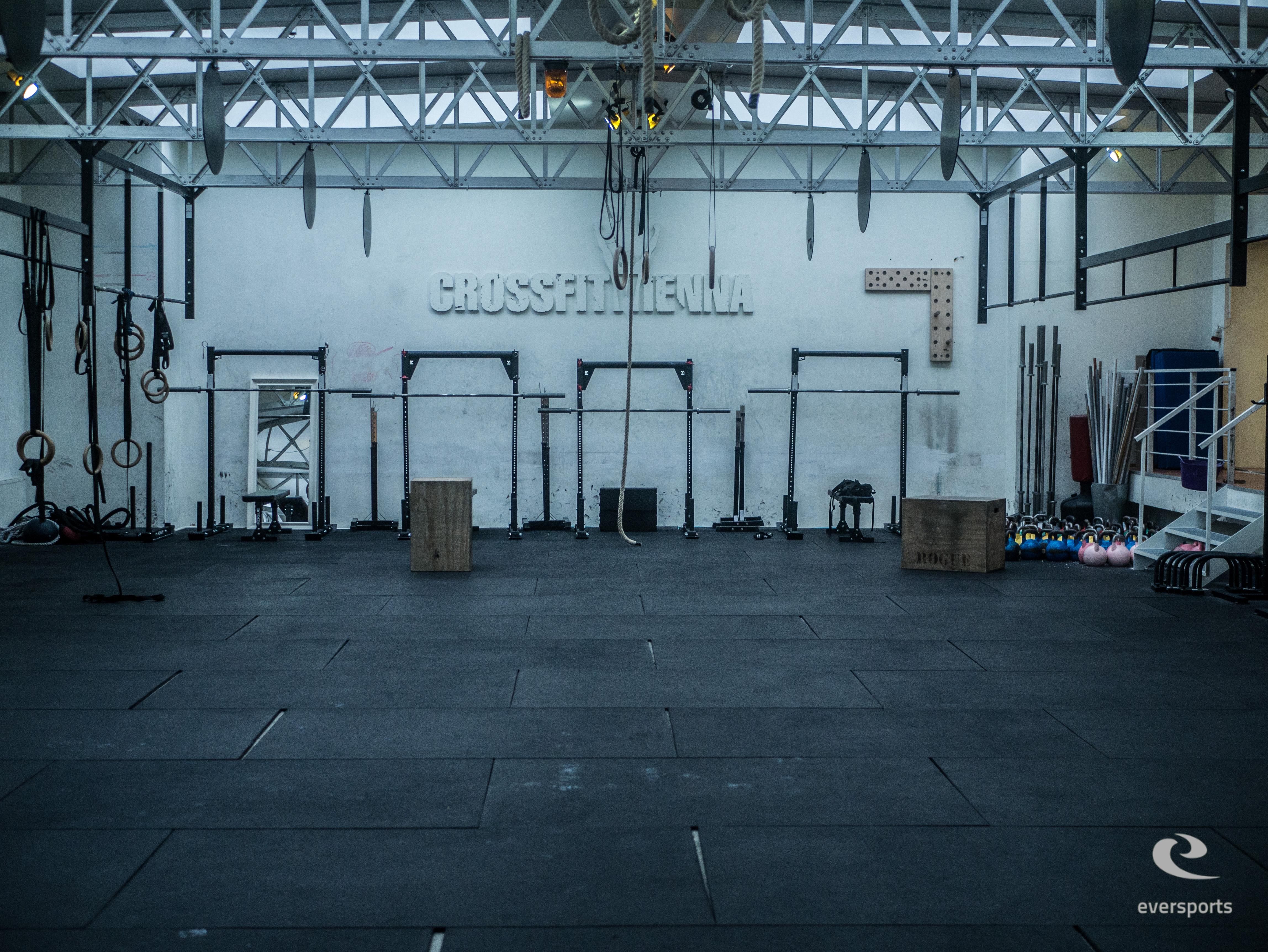 CrossFit Vienna The Loft bietet viel Platz für Workouts in Gruppen
