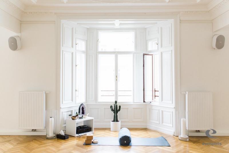 Das RE:TREAT bietet Yoga, Meditation und veganes Essen an. Die perfekte Kombination, wenn es um Entspannung und Gesundheit geht.